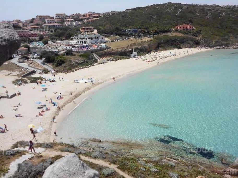 Magnifica vista dall'alto spiaggia Rena bianca