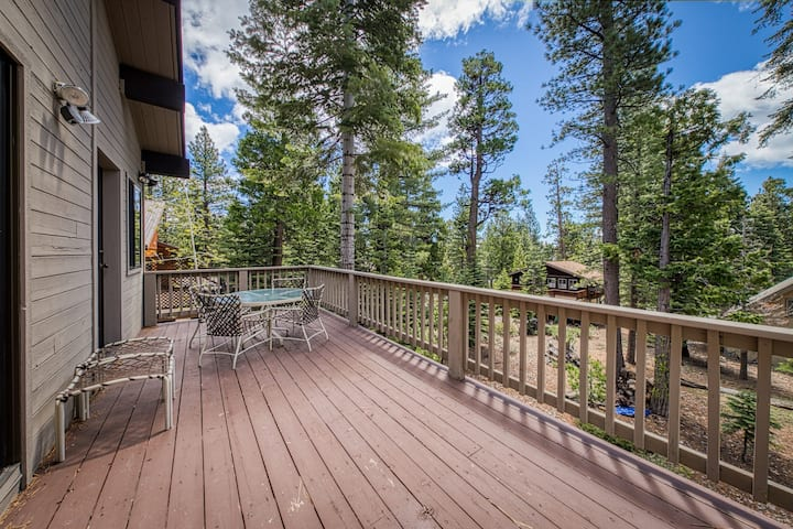 Dog-friendly Cabin w/ Gas Fireplace, Sunroom, and Balcony with Forest Views