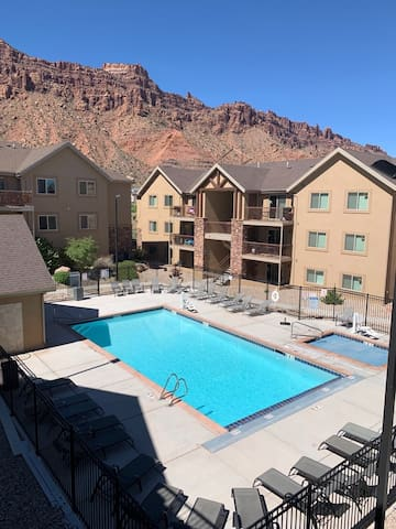 4-I The White Rim Condo (Top Floor/Parking Lot Side)