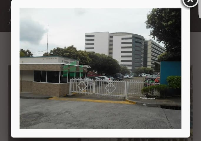 Zona residencial, universitaria y hospitalaria.