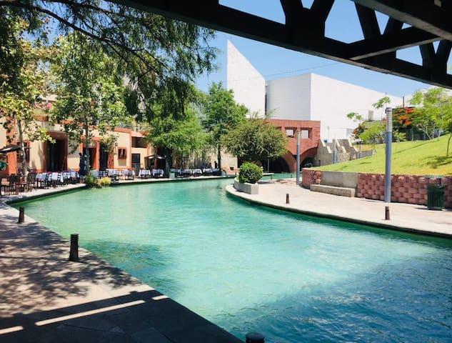 Alojate en pleno Paseo Santa Lucía!! Down Town !!