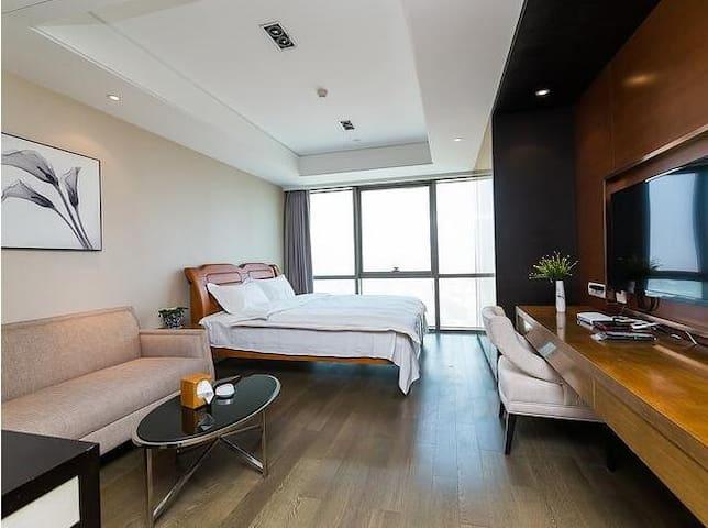 青岛自由港湾临海高层大床房 - Qingdao