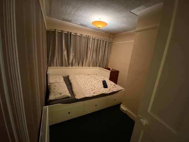 Double bedroom near JR hospital