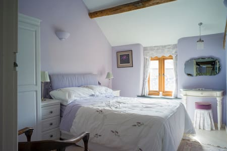 Former Farmhouse - Lilac Bedroom - Conwy