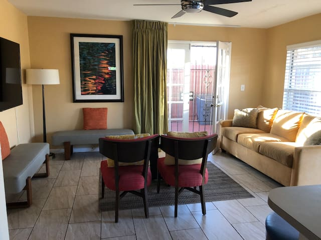 2 Bedroom Home near: FL Mall, Conv Ctr & Universal