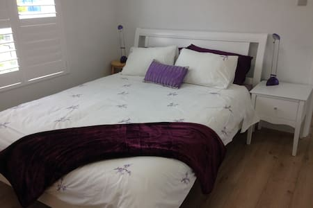 Queen Bed, Newly Renovated, Close to the Airport - Kogarah