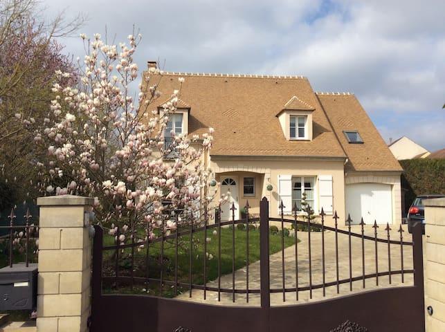 Chambre dans maison calme près Versailles, Paris - Saint-Rémy-lès-Chevreuse - Dom