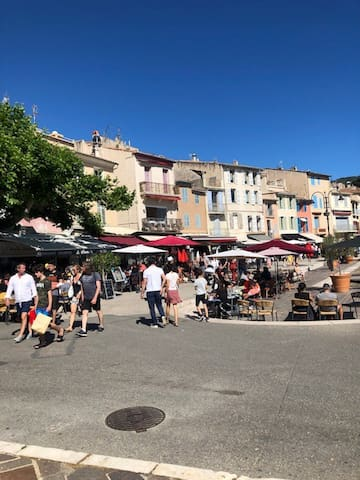Charmant mini  loft au Port de Cassis