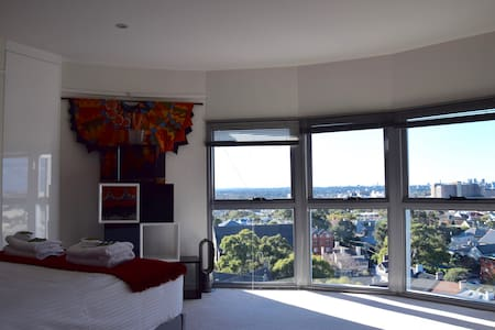 Silos Penthouse Apartment with Suburb & City views - Newtown - Leilighet