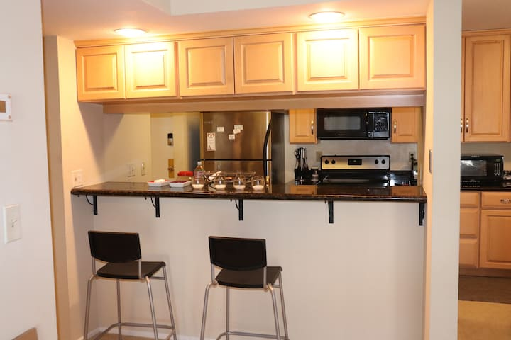 1 Spacious Bedroom in Downtown San Leandro