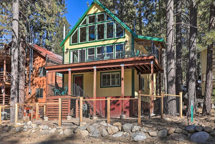 Mtn Retreat w/ Donner Lake Views by Squaw Valley!