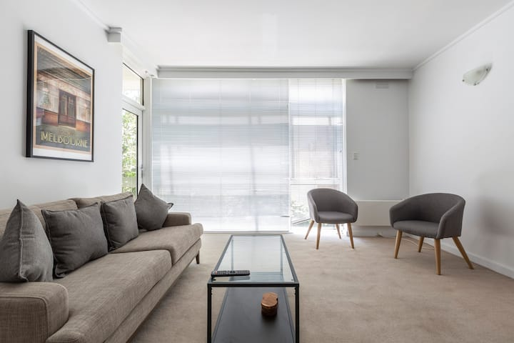Beautiful Balcony Abode in Sought Out South Yarra