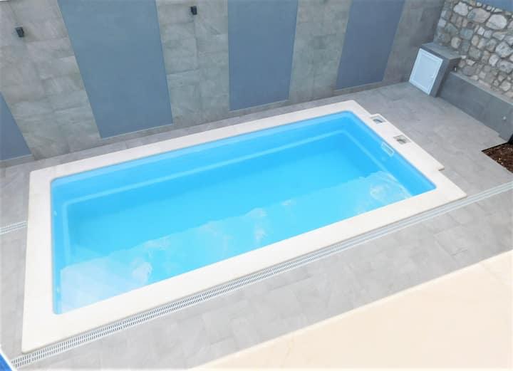 Villa Maja with pool - Silver- luxury apartment