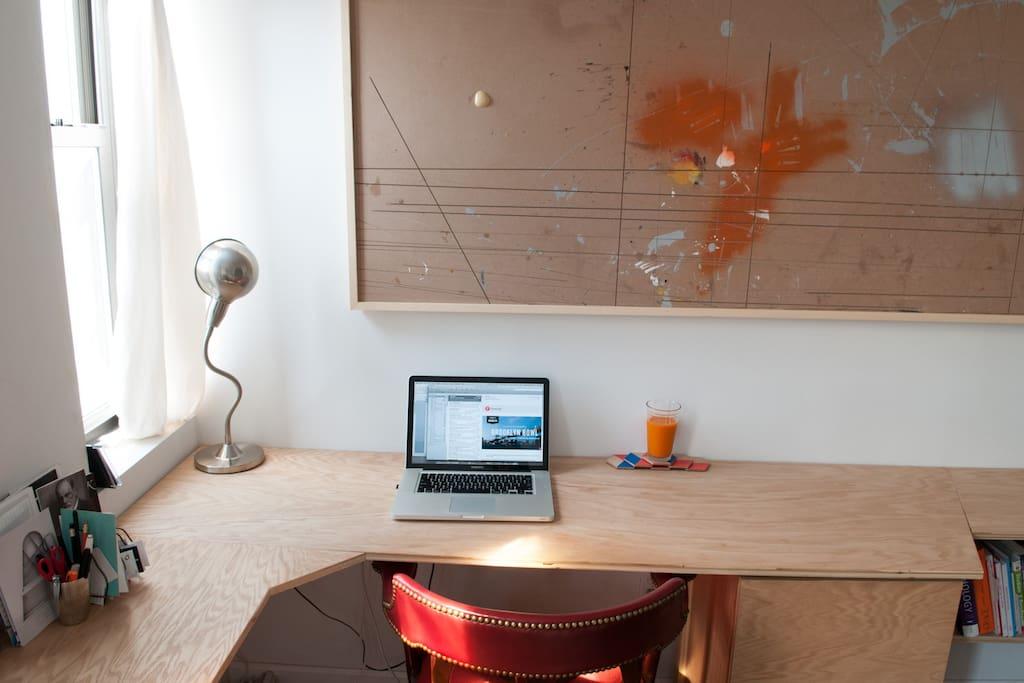 Desk with Fios Internet