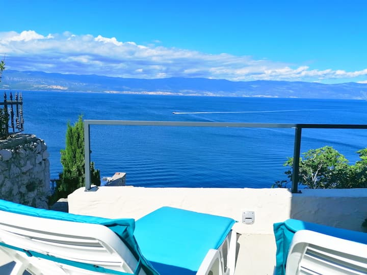 "Sea Cliff Villa ""Vedrana"""