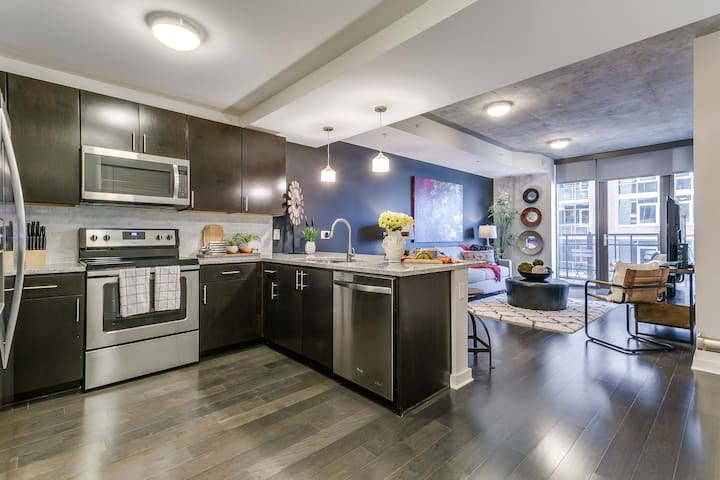 Dynamic 1BR w/ Pool + Gym in Victory Park