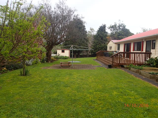Stay and play at Raumati Beach - Paraparaumu - Rumah