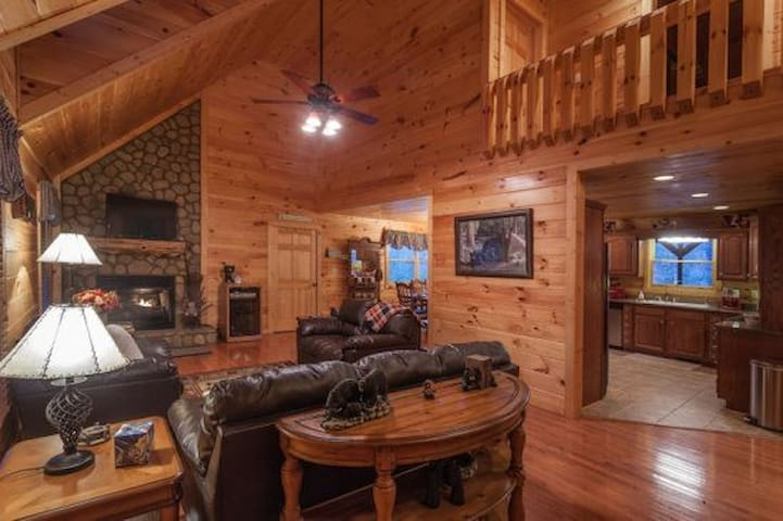 Bearadise Lodge - Morganton - Mökki