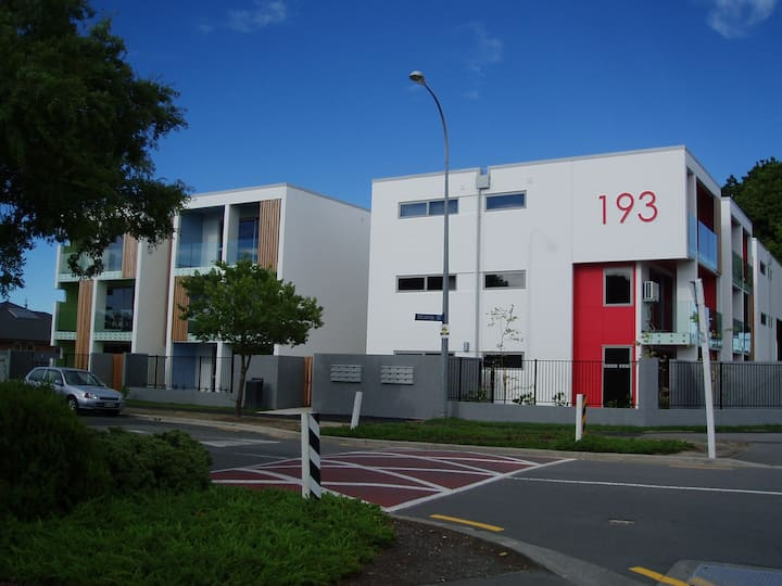 F3 Riccarton Road CLOSE TO THE MALL