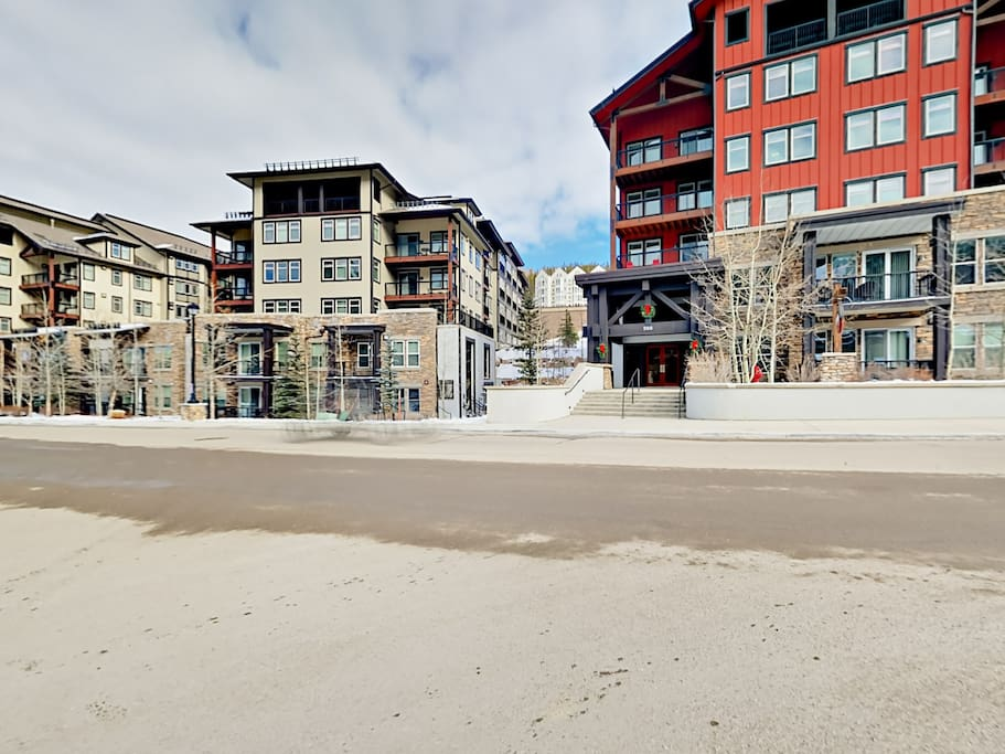 Mere steps from shops and eateries at Winter Park Resort.