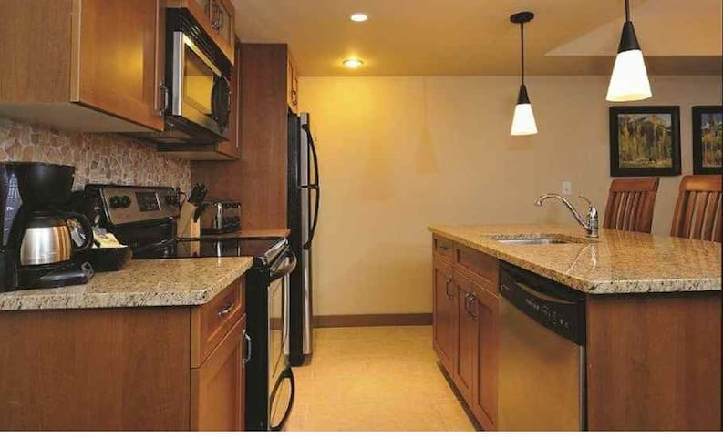 Gorgeous 1 Bedroom Canmore Wilderness Retreat - Dead Man's Flats - Apto. en complejo residencial
