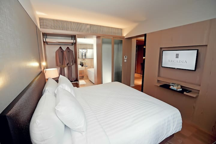 39 sqm- fully equipped Suite BTS Ploenchit