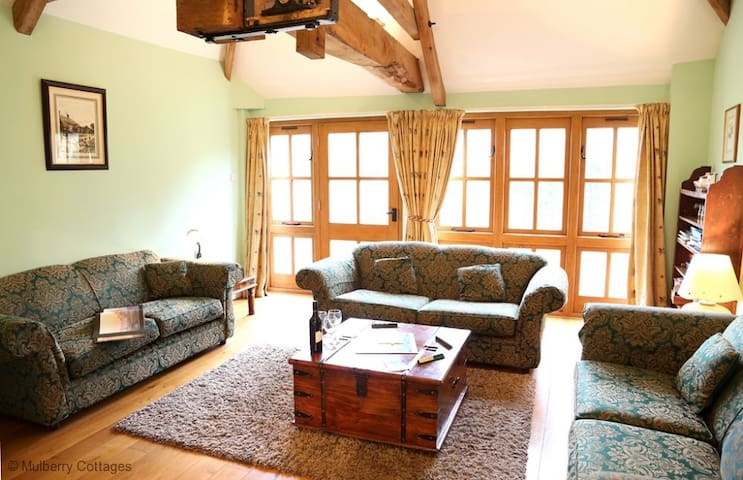 Leonard Barn Sleeps 5, A small working dairy farm, feed the ducks on the pond or the cows in the shed or chill out and relax.