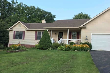 Amaryllis 3 BDR House Country Quiet near Kent OH