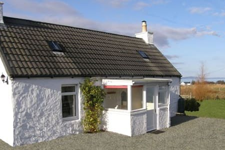 Aisling Cottage, a sweet traditional croft cottage - Highland - Rumah