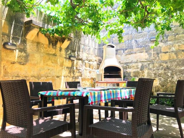 Ta' Martin Farmhouse - Holiday Home in Gozo, Malta