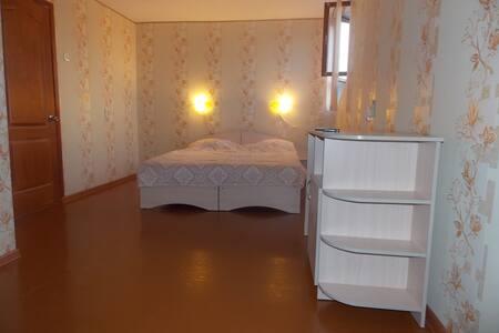 Комнаты в частном доме и коттедж - Krym