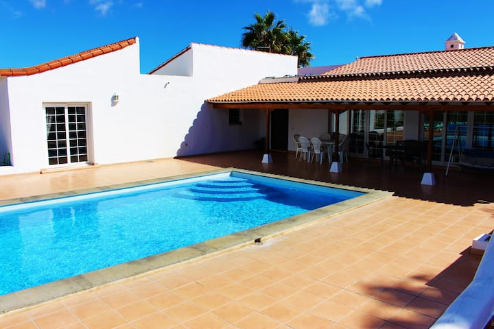 Casa Carmela - luxury 3 / 4 bed villa,heated pool!