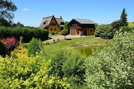 Landhaus Pauline mit herrlicher Ruhe in Ostseenähe - Kröpelin - 獨棟