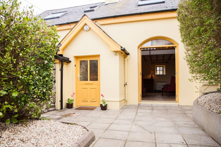 Ma's Cottage nestled in the heart of old Bantry - Bantry - Chatka