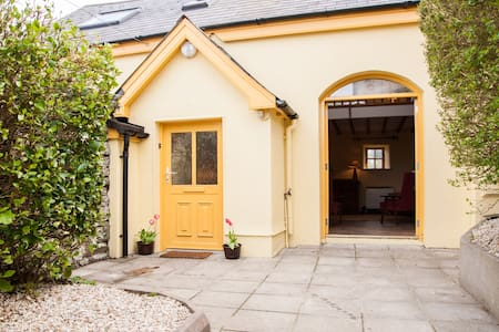 Ma's Cottage nestled in the heart of old Bantry - Bantry - 小木屋