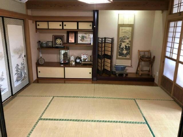 渚のゲストハウス「奄美ロングビーチ」 和室6畳 床の間付き 102号室