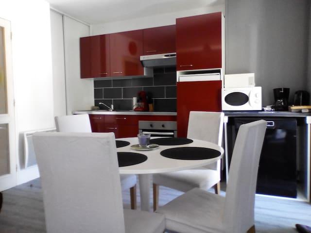 Appartement 2 pièces  Ax les thermes 150 m centre