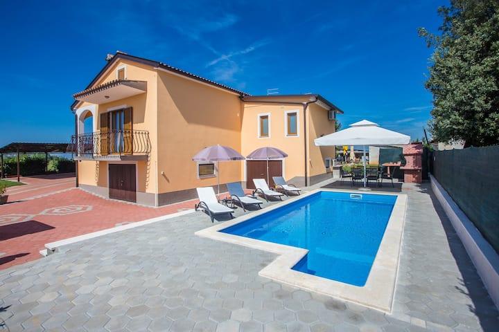 Casa Bella**** kuća za odmor s bazenom