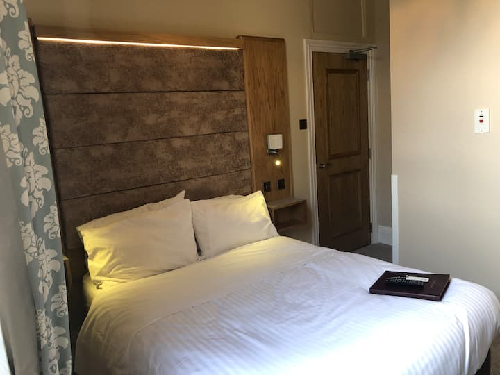 Luxury g.floor en suite room, prime spot for 1/2