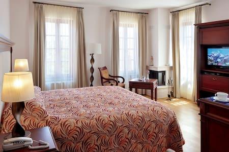 Büyük Oda -YundAntik  Cunda'da konforlu tatil için - Ayvalık - Bed & Breakfast