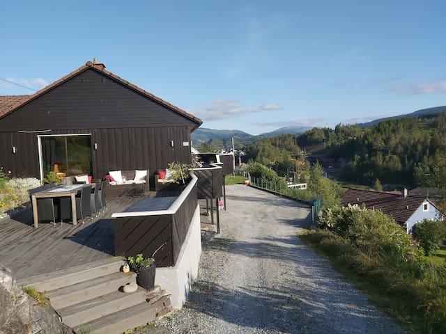 Casa Monami. Hybel i naturen på Osterøy nær Bergen