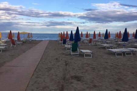 Monolocale al 3° piano a 50 mt dalla spiaggia - Lignano Sabbiadoro