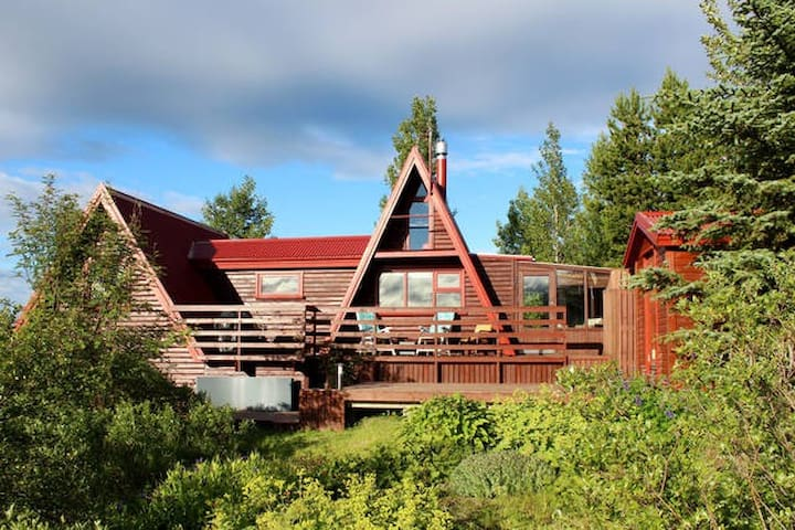 Nice Summerhouse - Golden circle route - IS - Casa