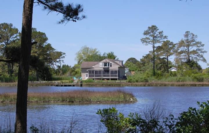 Cattail Cottage-Creekfront w/Kayaks, Bikes & Canoe