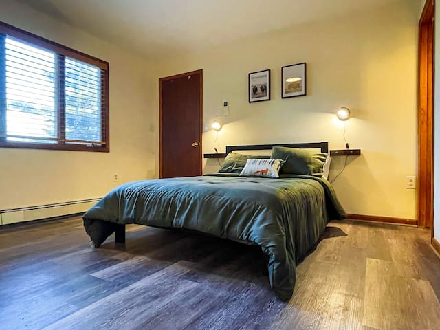 Bedroom 4: Full size bed  downstairs with en suite bathroom