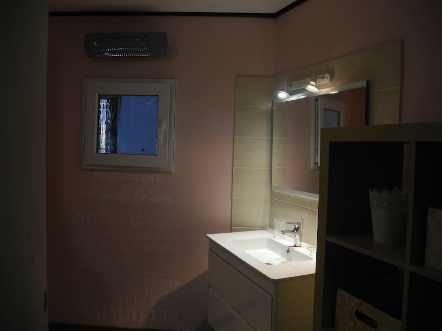 sale de douche/ wc fermé