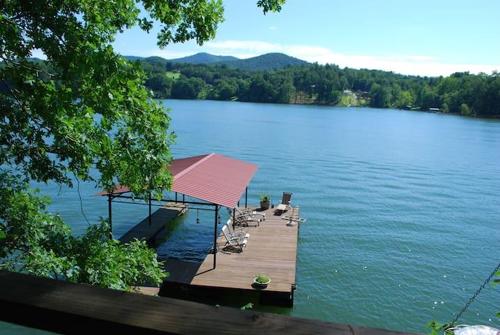 Lake Nottely Hideaway. Cabin, Dock & Treehouse!