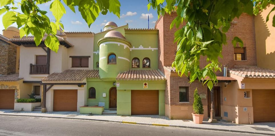 VILLA LUXURY GREEN HOUSE GRANADA PISCINA INTERIOR