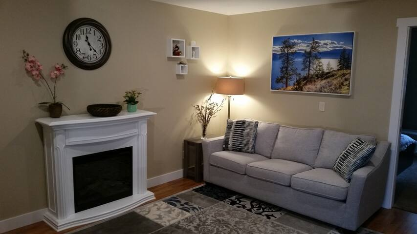 Modern, Comfortable and Private 1BR Suite - West Kelowna - Casa