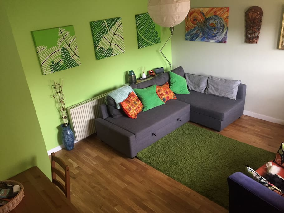 Guest room with sofa bed